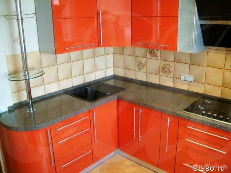 Угловые кухни с каменной столешницей